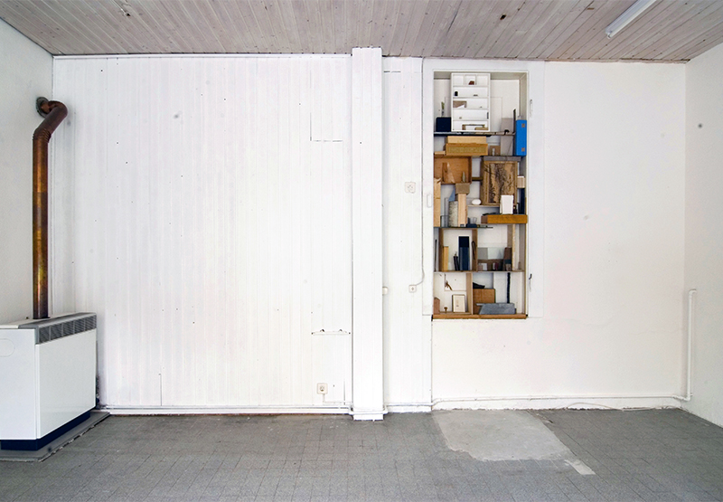 <p>Basel deuxpiece (2010) Installation in a raised door frame</p>