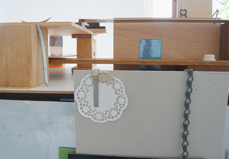 <p>OT (2011) Ettlingen, Detail, verschiedene Materialien</p>