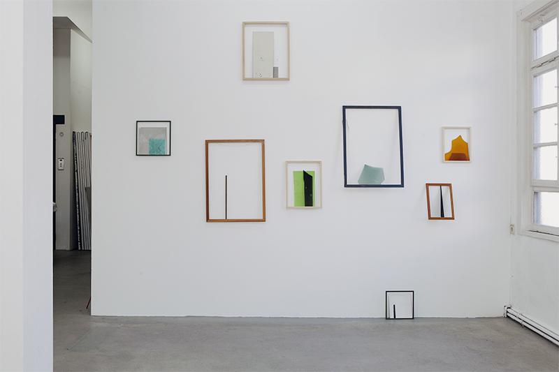 <p>OT (2013) verschiedene Materialien in Rahmenkante gestellt, ©Daniela Wolf</p>