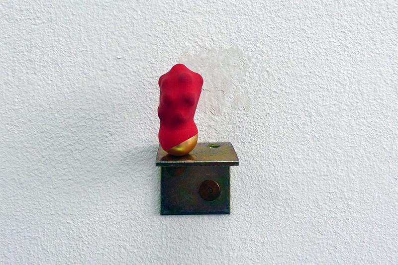 <p>aus der Reihe Bozetti (2013) Luftballon, Perlen, Winkel</p>