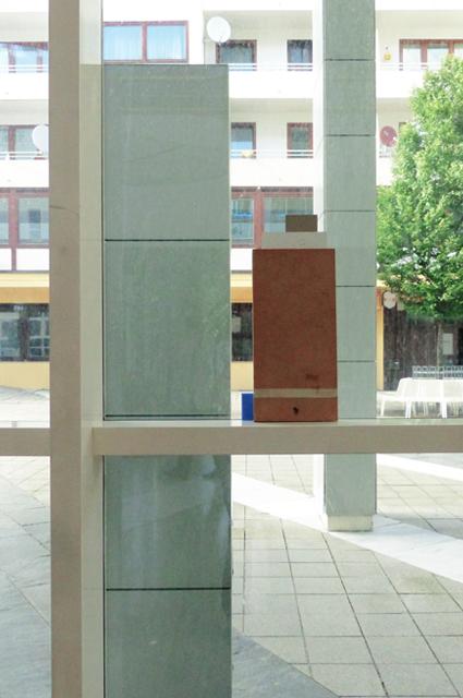 <p> Ausstellungsansicht zugleich, zwischen Sturz und Laibung (2015)</p>