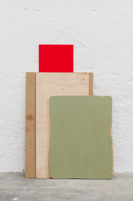 <p>zwischen Sturz und Laibung (2015), Holz, Plastik, © Kay Kromeier</p>